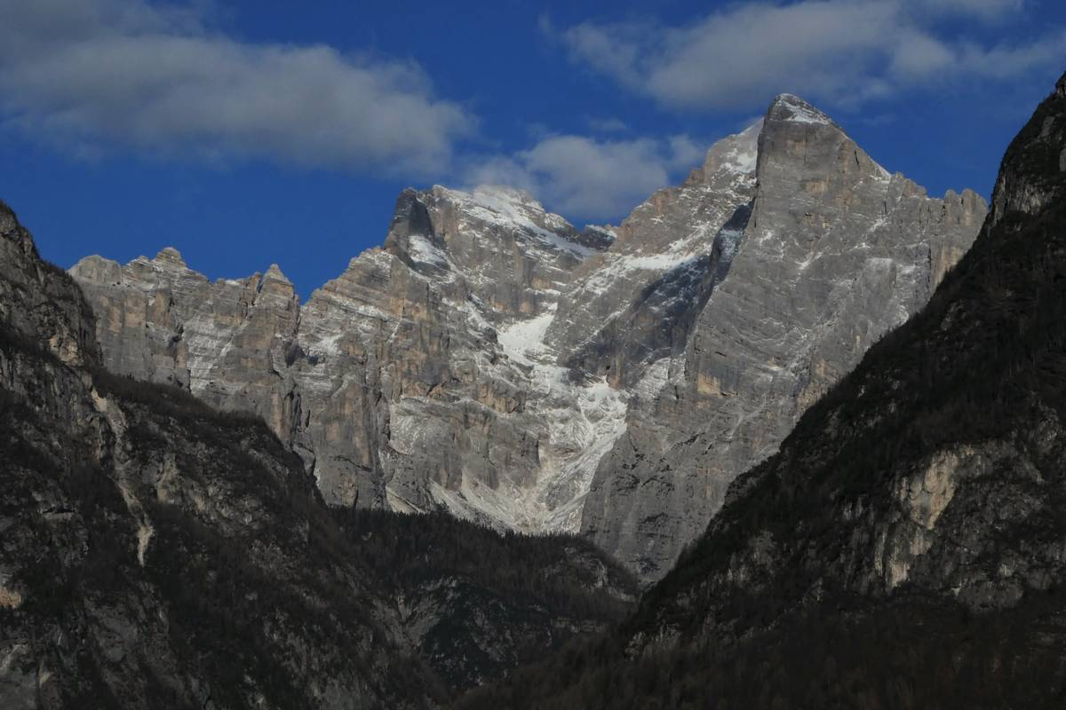 Il gruppo del Civetta attraverso la Val Corpassa
