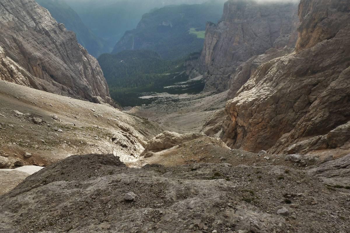 Il Col Negro con il rifugio Vazzoler dalla Valle dei Cantoni
