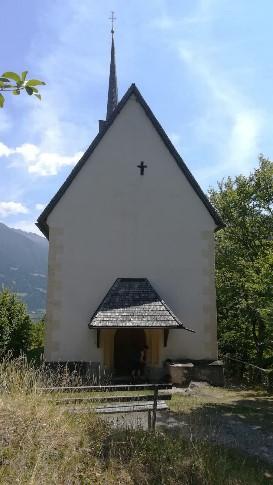 L'ingresso della Chiesa dei Santi Pietro e San Paolo sulla cima di Kirchbichl a Lavant.
